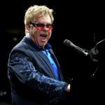 I nastri colorati a Sanremo ed Elton John