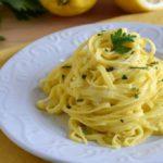 Ricette con gli agrumi: Tagliolini al limone e prezzemolo e pollo all'arancia